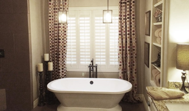 Polywood Shutters in Chicago Bathroom